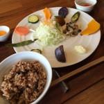 「豆や」でヘルシー酵素玄米ランチ