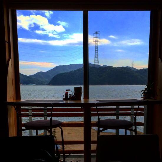 Cafeマサギカウンターから見る海