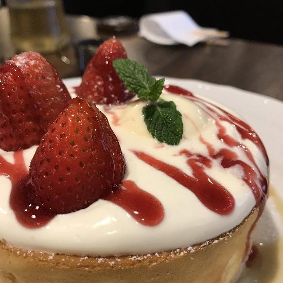 星乃珈琲店 苺とふんわりクリームのスフレパンケーキ