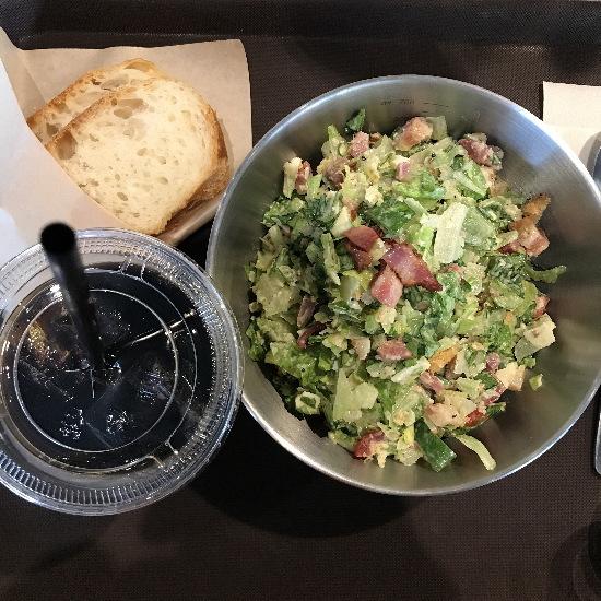 3月から岡山ロッツビル2Fにオープンしている「アザブサラダ(AZABU SALAD CAFE)」