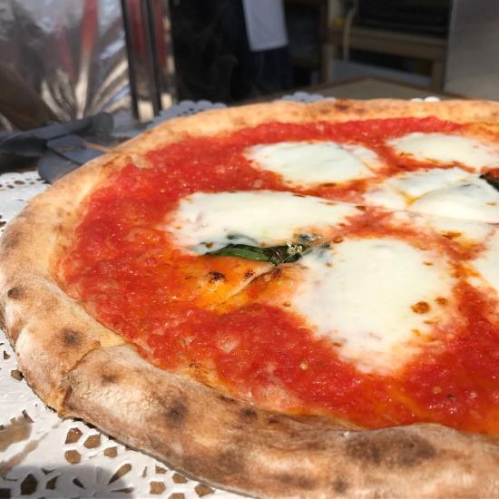 田んぼの中の石窯ピザ屋みのりマルゲリータピザ